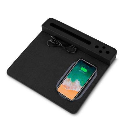 Mouse pad com carregador por indução, com porta lápis e suporte celular, material PU - poliuretano e poliester. NÃO ACOMPANHA CANETA E SMARTPHONE  Dim... - 3zero Brindes
