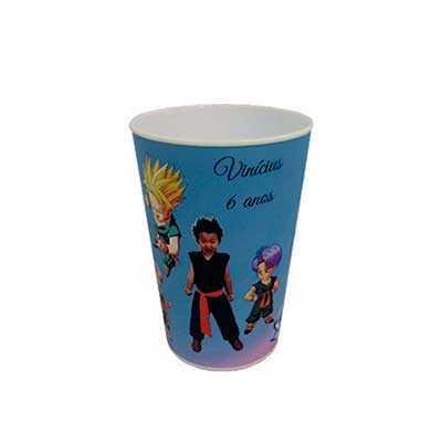 GiftWay - Copos personalizados in mold label para festa com capacidade 250ml nas medidas: 10cm de alutra, 7,5cm de largura e peso de 20g.