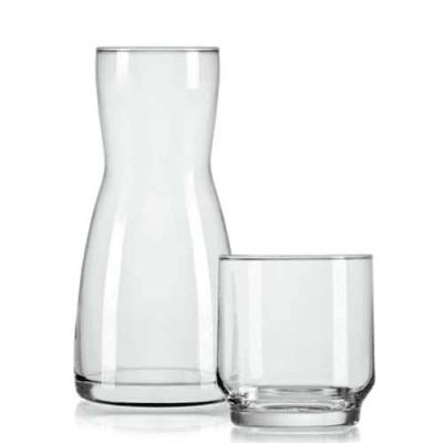 Um presente mais que especial, a moringa de vidro 500ml tem a capacidade ideal para armazenar águ...
