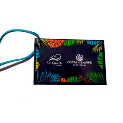 Aloha Brindes - Tag de Mala emborrachado com gravação em relevo frente e verso em silk (dados pessoais), fecho em cordão de silicone ou cordão emborrachado.