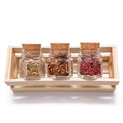 k3-brindes - Kit tempero com 3 vidros sextavados e tampa de rolha, em caixa de pinus
