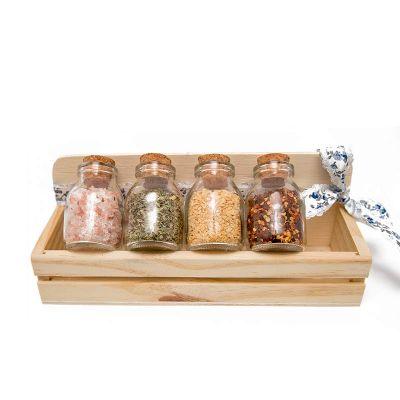 k3-brindes - Kit tempero com 4 potes de vidro com tampa de rolha, em caixa pinus