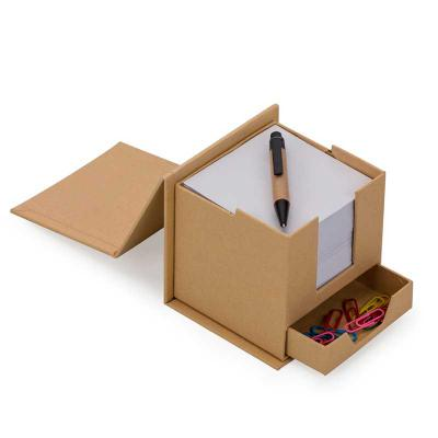 """spaceluz-brindes - Bloco de anotações formato cubo com """"gaveta"""" e mini caneta. Parte superior do cubo inclinável, basta levantar para abrir o compartimento com o bloco q..."""