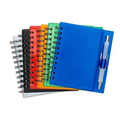 Bloco de anotações acrílico colorido com wire-o e caneta plástica - Spaceluz Brindes