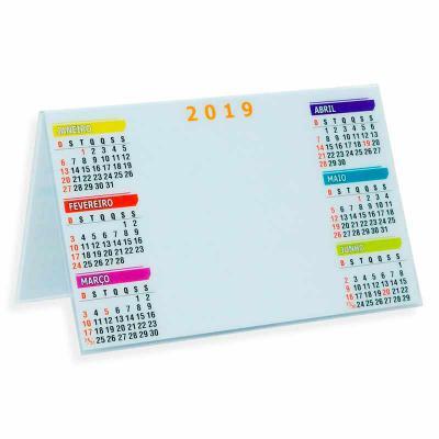 Spaceluz Brindes - Calendário plástico de mesa com um semestre de cada lado. Impressa em papel offset e encapsulada em plástico rígido, possui a parte central branca ide...