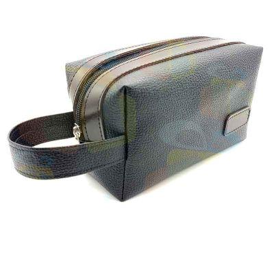 - Nécessaire masculino em couro sintético, fecho éclair em nylon e cursos em metal (diversos modelos) Fabricação própria.