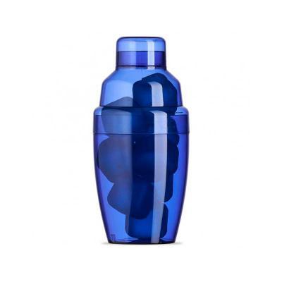 - Coqueteleira plástica 230ml com gelo ecológico. Material colorido translúcido, possui tampa de encaixe com peneira e tampa protetora para bocal da pen...