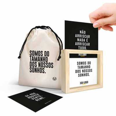 O BOX CARDS® é um produto criado e patenteado pela Caixa Filosofal®. Super versátil ele pode ser 100% personalizado com a marca da sua empresa. - Caixa Filosofal