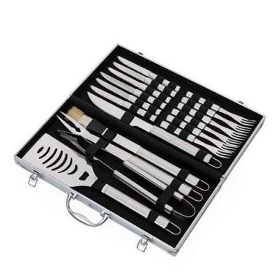 Kit churrasco 17 peças em maleta de alumínio com relevo e placa central para personalização. Poss...