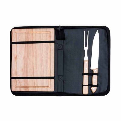 - Kit churrasco 2 peças com tábua de madeira em estojo de nylon com alça. Possui tábua de madeira, garfo e faca. Acompanha proteções plásticas e parte i...