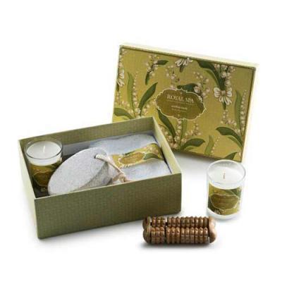 Kit aromatizante com 5 peças em estojo de papelão com tampa. Possui: pedra pome, tolha, massageador de madeira e dois ccopos pequenos com velas perfum... - Blimp Brindes