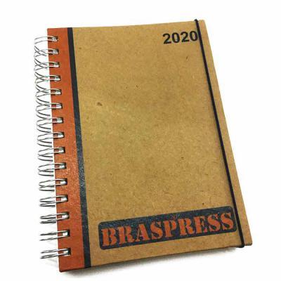 AGENDA 2020 -  Kraft - Com Mapa  (1 dia por pág.) Capa Dura com personalização impressa em offset colorido (4x0) 1 folha com propaganda da empresa imp... - CRIE BRINDES