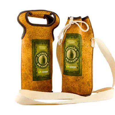 - Porta Growler em neoprene legítimo, que mantém a temperatura da bebida estável e protege seu Growler contra possíveis impactos. Ideal para todos os ti...