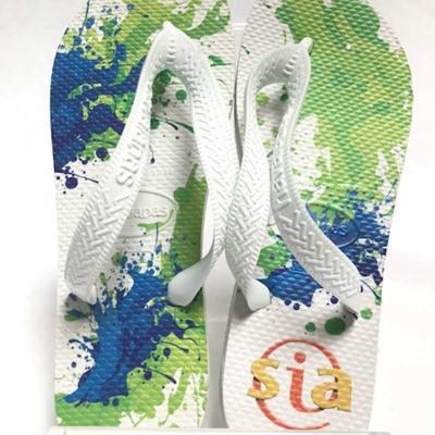 Chinelo Havaianas modelo Tradicional com estampa em transfer digital colorida