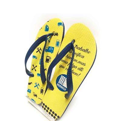 - Chinelo Havaianas modelo tradicional na cor Azul com personalização colorida sem  limite de cor. Embalagem: Saquinho de PP (celofane ) com etiqueta de...
