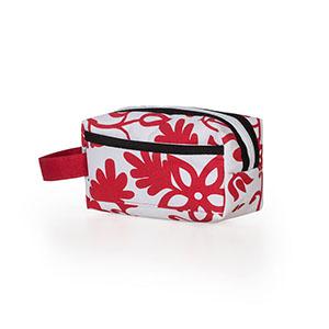 Jumas Produtos Promocionais - Nécessaire em nylon com zíper, bolso na frente e alça lateral.