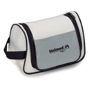Jumas Produtos Promocionais - Necessaire em nylon 600 com bolso na frente em nylon 70, alça na lateral, bolso interno em tela e zíper em U.