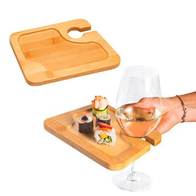 projeto-promocional - Prato de Bambu. Com suporte para copo. Ideal para servir aperitivos.  Fornecido em luva de cartão.  Food grade. 200 x 147 x 13 mm Luva: 160 x 148 x 14...