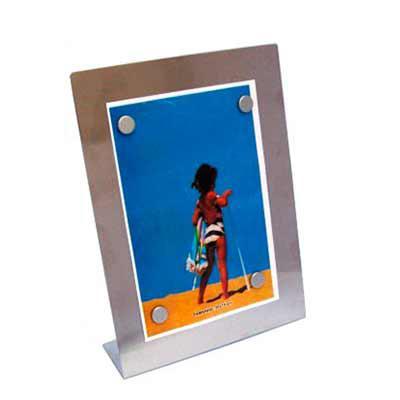 """soma-brindes - Porta retrato 15 x 10 em inox escovado, modelo chapa metálica acompanha quatro """"botões"""" imã e película protetora anti-risco. Tamanho total aproximado..."""