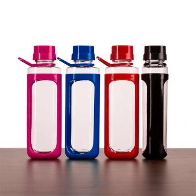 soma-brindes - Squeeze plástico 650ml transparente com detalhes coloridos. Tampa colorida rosqueável com relevo, possui alça e uma espécie de capa (não é removível)...
