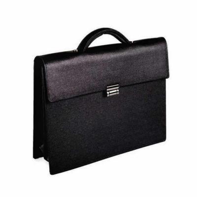 bennemann-artefatos-de-couro - Pasta executivo com duas divisórias, bolso de zíper, porta cartão e porta canetas em couro. Altura 30cm, largura 38cm, profundidade 10cm.
