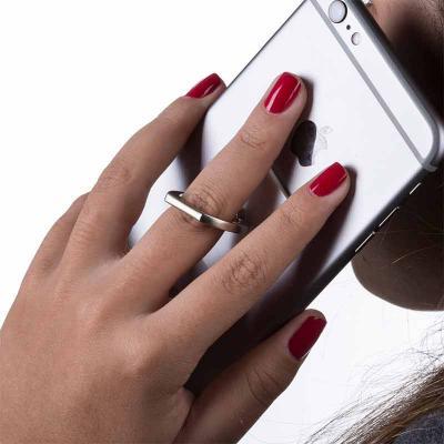 qi-brindes - Suporte plástico para celular com alça giratória, parte traseira com adesivo. Para utilizar basta tirar o lacre e colar a peça na parte traseira do ce...