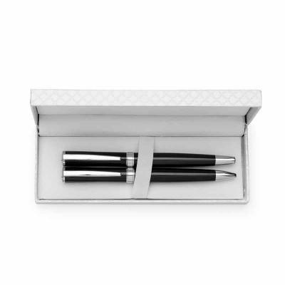 Kit canetas metálicas em estojo de couro sintético texturizado. Caneta esfero e caneta roller colorida com detalhes prata, parte interna do estojo rev... - Tiff Gráfica