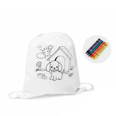 Mochila tipo saco para colorir no material Non-woven: 80 g/m². Com desenho impresso e bolso interior. 6 gizes de cera inclusos. Tamanho: 300 x 350 mm.... - Tiff Gráfica