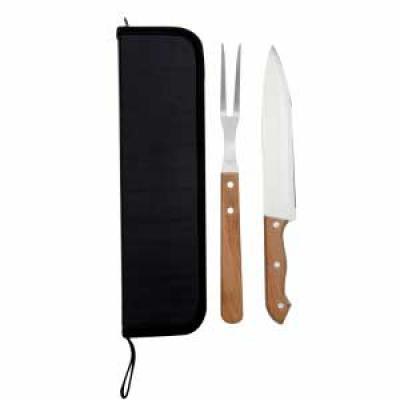- Kit churrasco 2 peças em estojo de Nylon com alça. Possui: 1 faca e 1 garfo, parte interna com velcro para guardar as peças. Tamanho do Kit: 36 cm x 9...