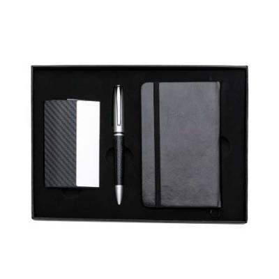 Kit executivo 3 peças em estojo de papelão com tampa e parte interna revestida de espuma. Contém: porta cartão de couro sintético texturizado com deta... - Tiff Gráfica