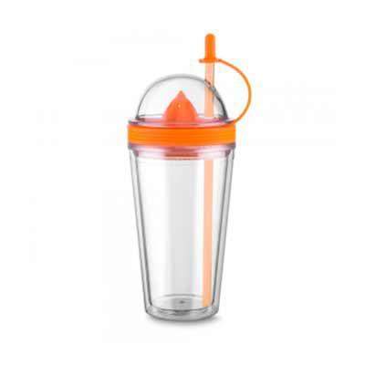 Tiff Gráfica - Copo plástico 500ml com espremedor de frutas. Acompanha tampa rosqueável para o espremedor com suporte plástico para tampar o canudo; espremedor color...