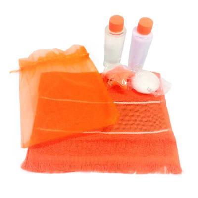 Tiff Gráfica - Kit Higiene com 4 peças em saquinho de Organza contendo: 60 ml de Shampoo, 60 ml de Condicionador, mini Sabonete e toalha de mão. Personalização: Ades...