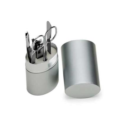 Tiff Gráfica - Kit manicure 5 peças em estojo oval de alumínio. Possui lixa, tesoura, pinça, empurrador de cutícula e cortador de unha. Personalização à Laser.