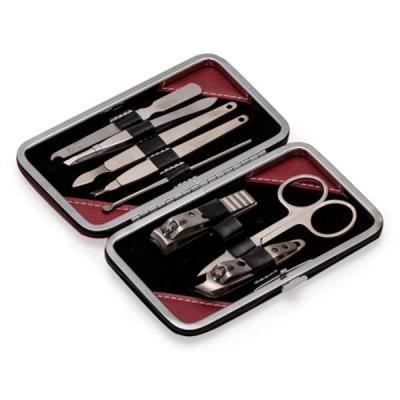 """tiff-grafica - Kit manicure 9 peças em estojo de couro sintético com um detalhe em """"M"""" em vermelho, verso preto liso. Parte interna revestida com veludo(suporte de c..."""