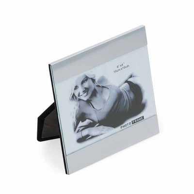 tiff-grafica - Porta retrato 10 x 15 com duas chapas metálicas(superior e inferior) que podem ser removidas. Possui uma tela de vidro e parte traseira(apoio) revesti...