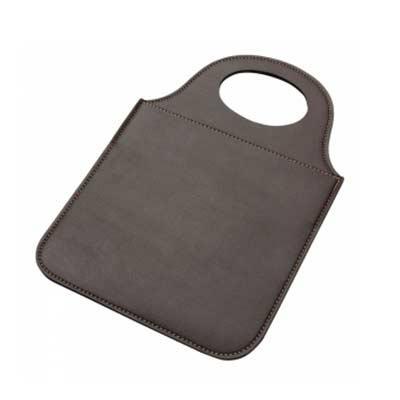 Tiff Gráfica - Lixeira para carro em material de couro sintético. Disponível nas cores: Preta, marrom e azul. Personalização em Silkscreen.
