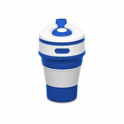 """Copo retrátil 350ml de silicone, livre de BPA. Tampa plástica de encaixe com abertura para o bocal, acompanha """"luva"""" plástica branca, evitando queimar... - Maxim Brindes"""