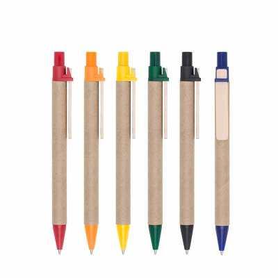 Maxim Brindes - Caneta ecológica de papelão com detalhes coloridos. Clip de madeira e ponteira plástica, possui relevo na ponteira. Aciona por clique.