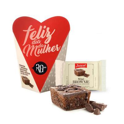 Brownie unitário da deliciosa marca francesa Jacquet em embalagem decorativa formato coração, totalmente personalizável. Sabores dos brownies: Pedaços... - RG Ideias