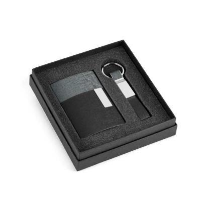 Cia Brindes - Kit de porta cartões e chaveiro. Couro sintético e metal. Em caixa almofadada. Chaveiro: 15 x 92 x 8 mm | Porta cartões: 97 x 65 x 11 mm | Caixa: 154...