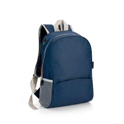 zoom-brindes - Linda mochila em nylon 600, com saída para fone de ouvido. Interior forrado, com bolso e 2 bolsos laterais em rede. Parte posterior e alças almofadada...