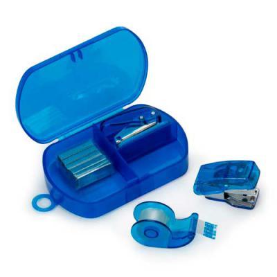Kit escritório personalizado 4 peças em estojo plástico. Possui grampeador, conjunto com dez grampos, furado de papel e fita adesiva. Possui tampa lis... - Zoom Brinde