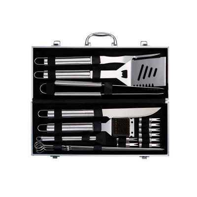 A&B Kits Corporativos - Kit churrasco 18 peças em maleta de alumínio com relevo e placa central para personalização. Possui: garfo, espátula, pegador, faca, escova, pincel, 4...