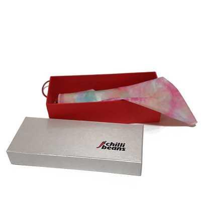Caixa em cartão rígido (cartonagem) fechamento com elástico - Rnaza Prana Material Promocion...