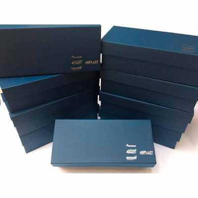 Caixa Personalizada em papelão rígido - Rnaza Prana Material Promocion...