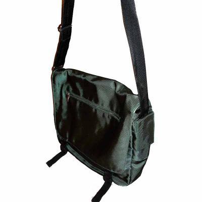 Bolsa carteiro em nylon twill com porta laptop, porta celular, porta cadernetas e porta canetas, recheio de espuma pack 6mm, forrada em nylon 420, alç... - KCB Acessórios
