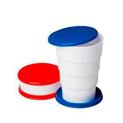 """- Copo Retrátil 200 ml de plástico com tampa porta comprimido e base colorida. Basta puxar para cima para """"armar"""" o copo, possui """"suporte"""" para chaveiro..."""