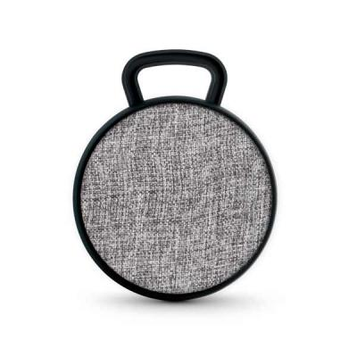 - Caixa de Som Bluetooth com microfone. Em ABS e tecido em poliéster.  Com gancho para pendurar e acabamento emborrachado, que proporciona maior estabil...