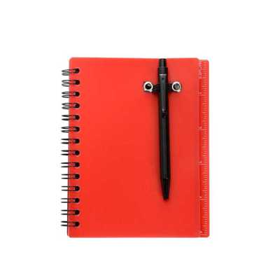 mathias-promocionais - Bloco de anotações plástico, possui régua com a medida de polegada e acompanha uma caneta plástica preta sustentada por um elástico na capa. PEDIDO AP...