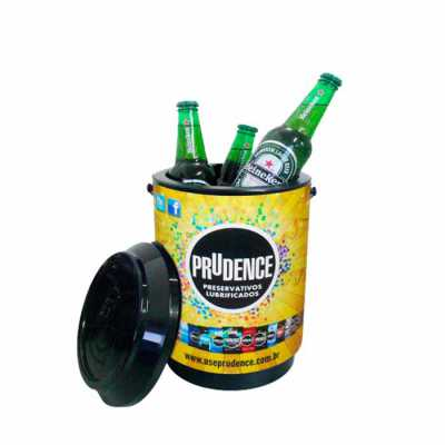 Cooler 10 latas MEDIDAS: 31,0 cm de altura com a tampa x 20,2 cm de diâmetro CAPACIDADE: 6 Litros MATERIAL: Polipropileno com parede dupla PERSONALIZA... - CWB Promo